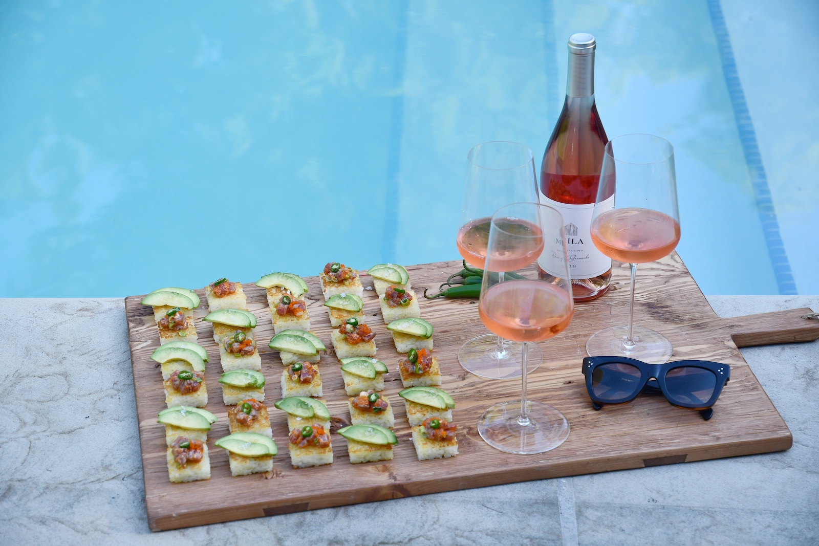 Poolside platter: Rice cakes and Mila Rosé